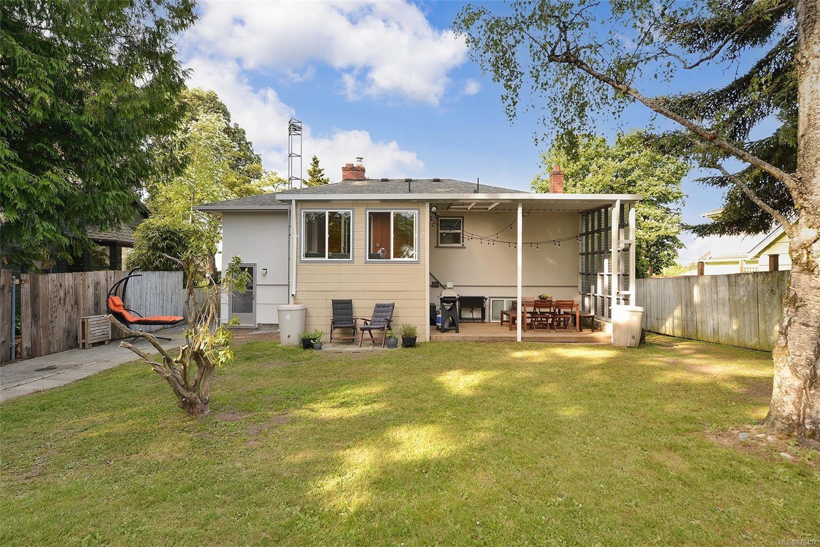 Photo 11: Photos: 631 Cowper St in Saanich: SW Gorge House for sale (Saanich West)  : MLS®# 876407