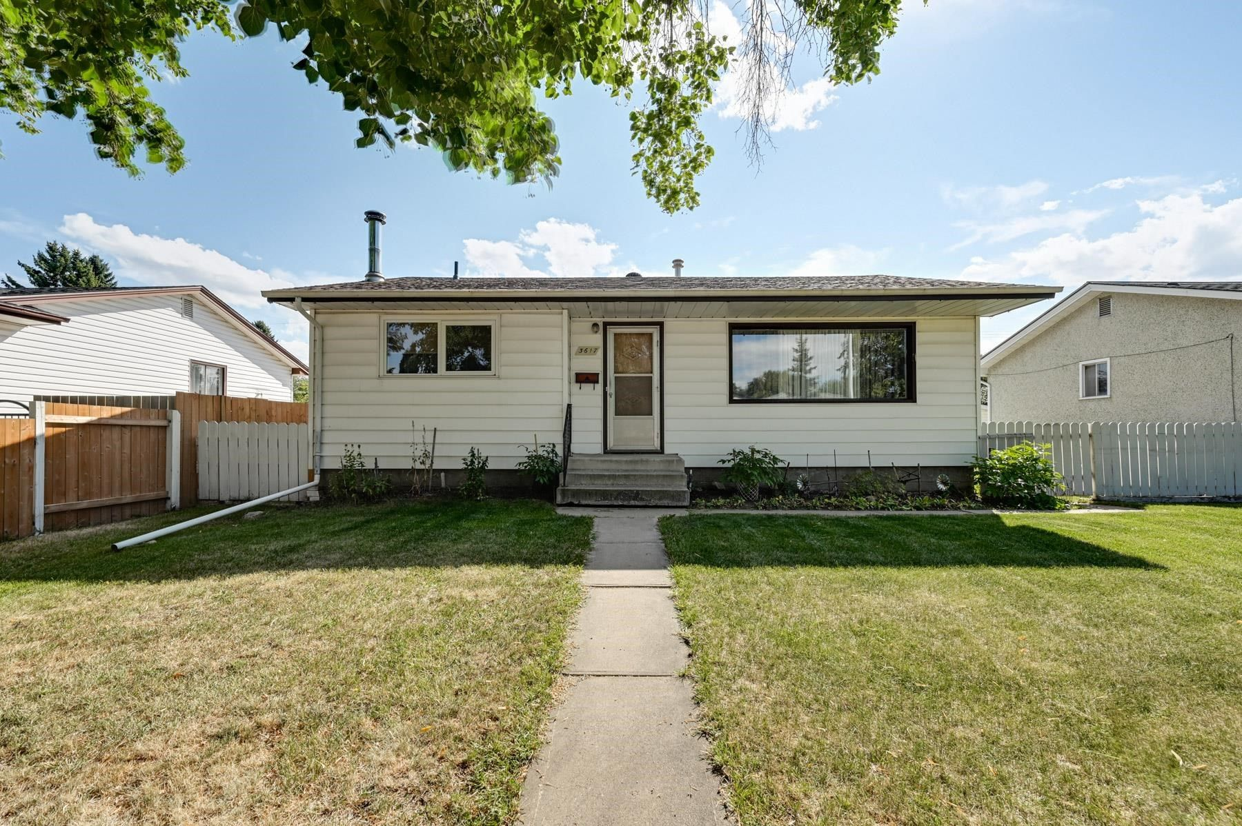 Main Photo: 3617 113 Avenue in Edmonton: Zone 23 House for sale : MLS®# E4261737