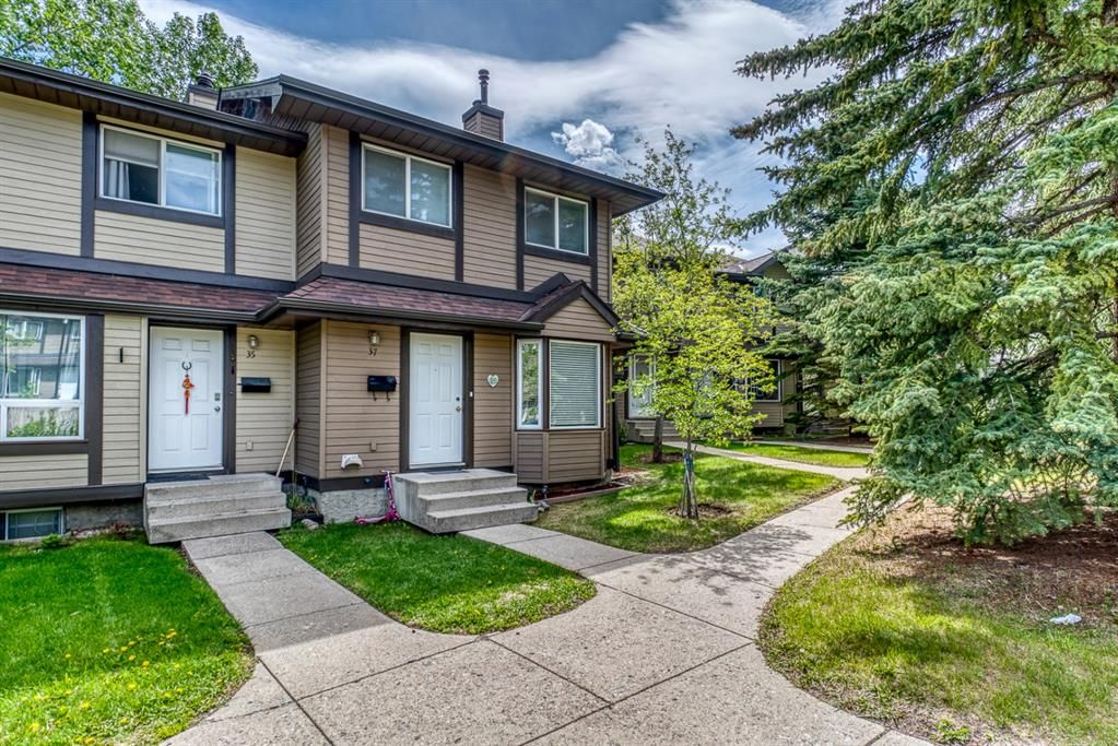 Main Photo: 37 Range Gardens NW in Calgary: Ranchlands Row/Townhouse for sale : MLS®# A1118841