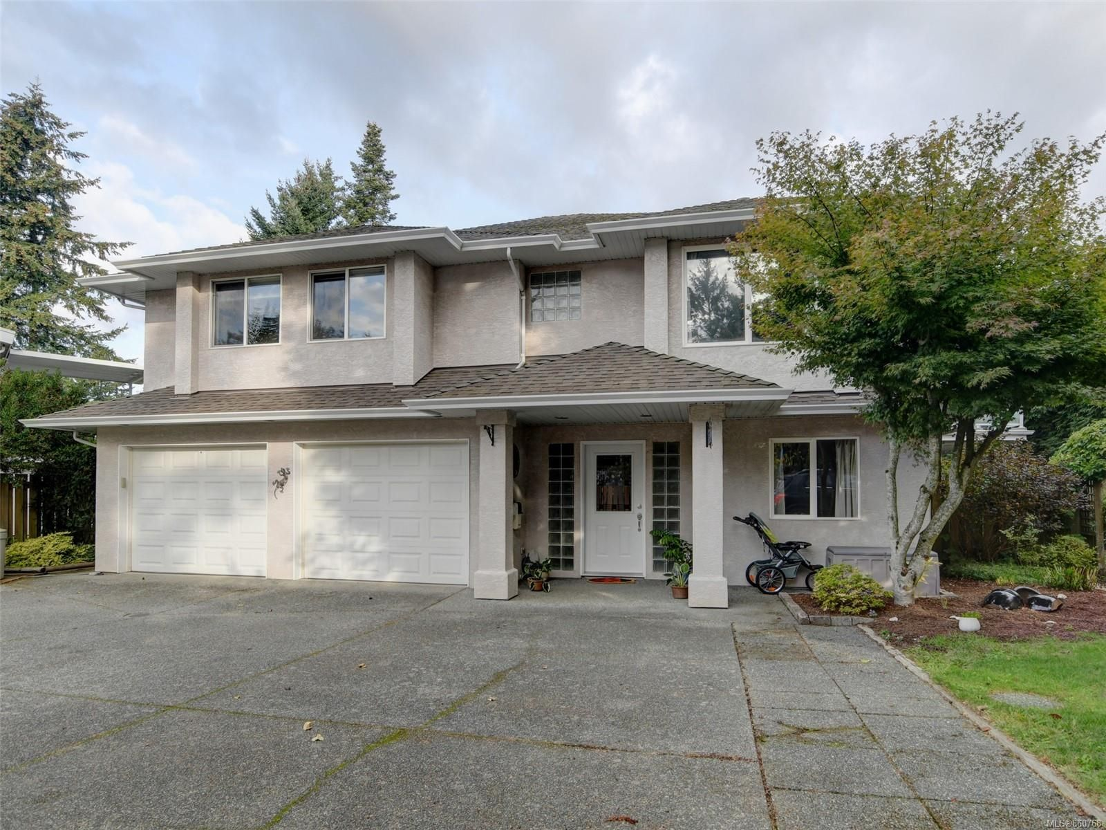 Main Photo: 2390 Halcyon Pl in : CS Tanner House for sale (Central Saanich)  : MLS®# 860768