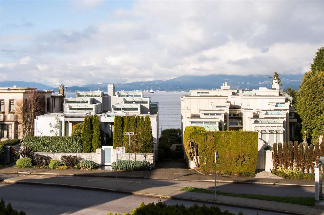 Main Photo: 2602 POINT GREY Road in Vancouver: Kitsilano Townhouse for sale (Vancouver West)  : MLS®# R2520688