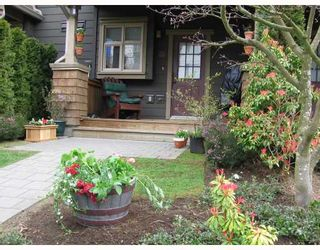 """Photo 2: 236 600 PARK Crescent in New_Westminster: GlenBrooke North Townhouse for sale in """"The Roycroft"""" (New Westminster)  : MLS®# V703235"""