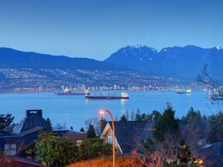 """Photo 7: 4541 W 3RD Avenue in Vancouver: Point Grey House for sale in """"NORTH OF 4TH WEST POINT GREY"""" (Vancouver West)  : MLS®# R2352886"""