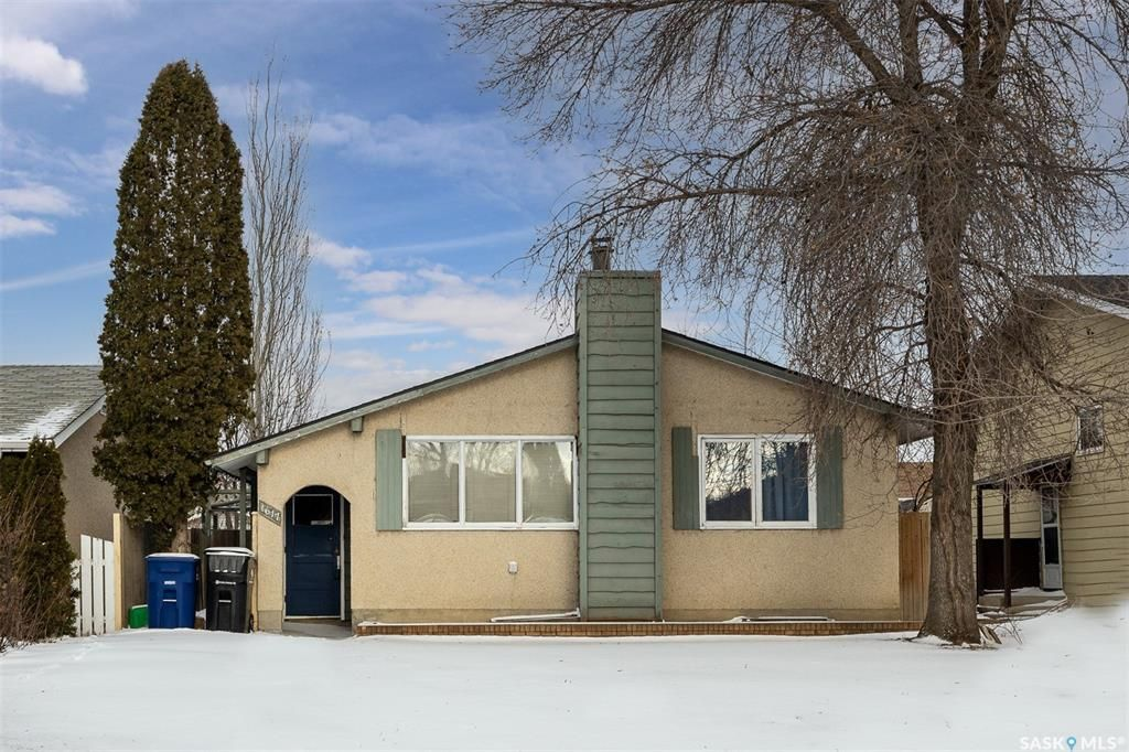 Main Photo: 1617 Bradwell Avenue in Saskatoon: Forest Grove Residential for sale : MLS®# SK846491