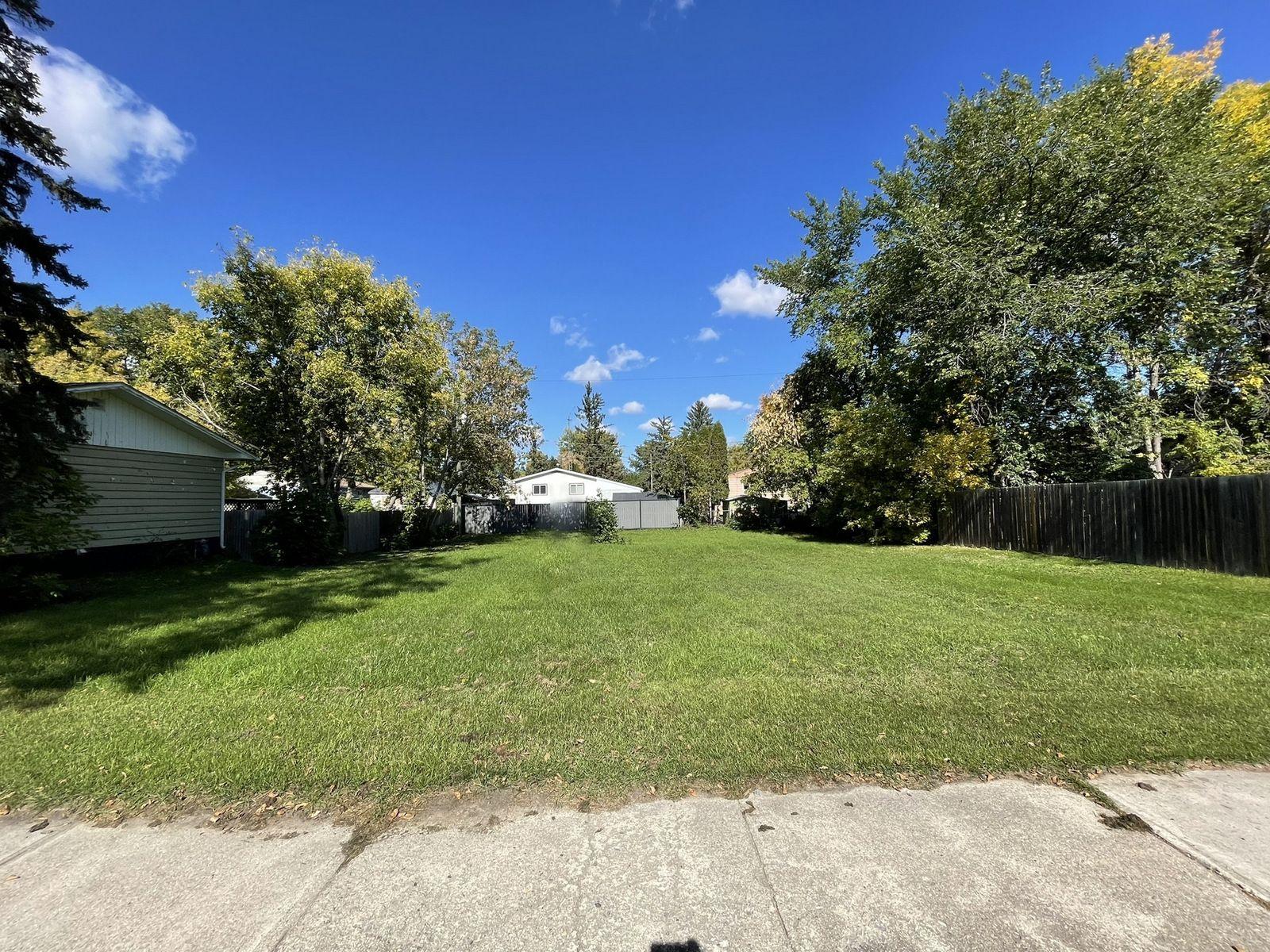 Main Photo: 250 5th Avenue NE in Portage la Prairie RM: Vacant Land for sale (74'x100')  : MLS®# 202123223