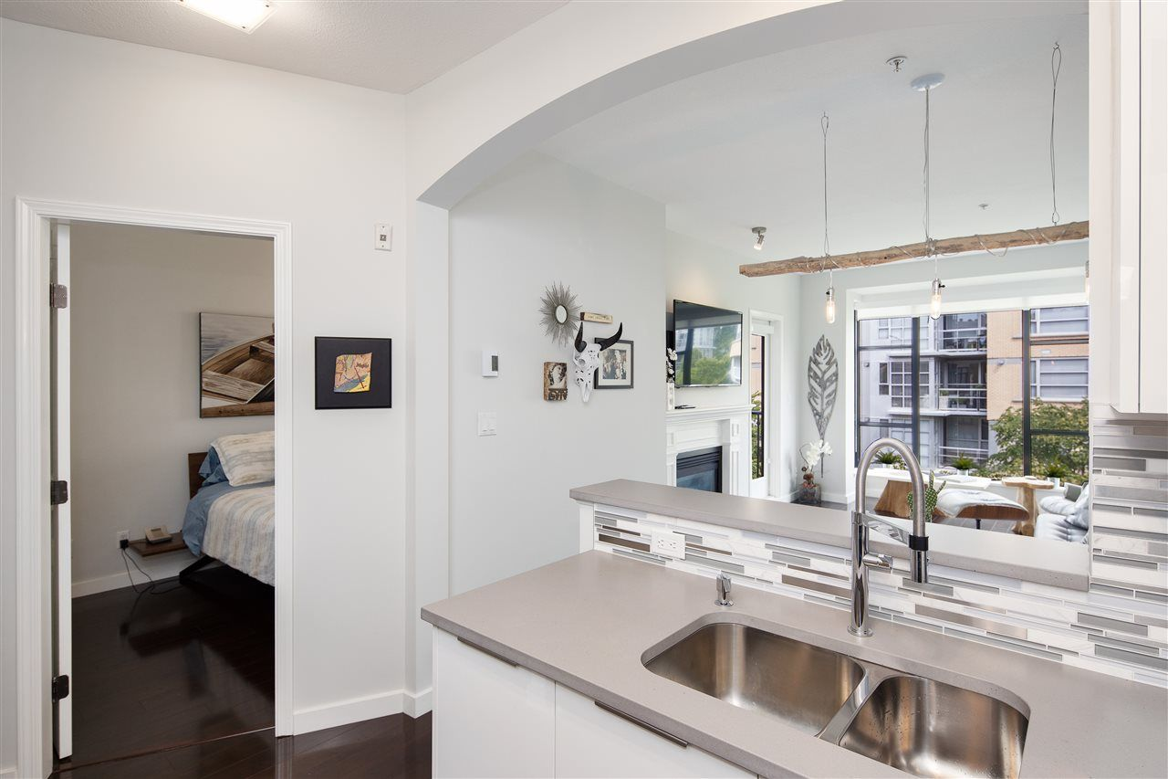 """Photo 9: Photos: 304 2175 SALAL Drive in Vancouver: Kitsilano Condo for sale in """"SAVONA"""" (Vancouver West)  : MLS®# R2460971"""