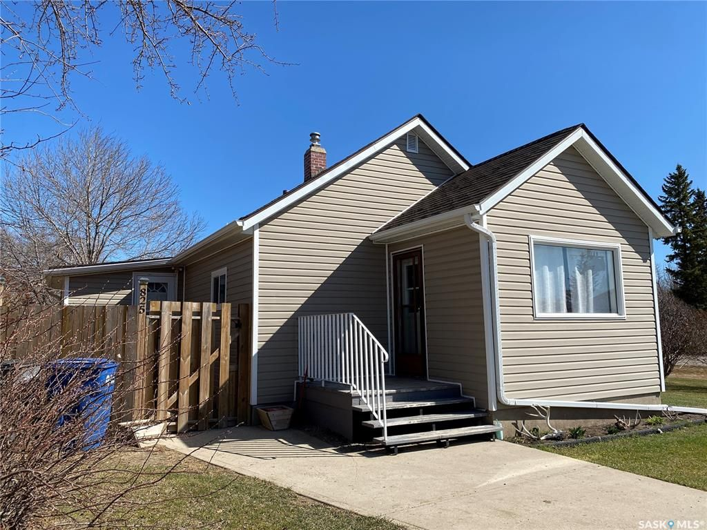 Main Photo: 825 2nd Avenue in Raymore: Residential for sale : MLS®# SK841222