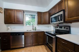 """Photo 9: 2309 RIVERWOOD Way in Vancouver: South Marine Townhouse for sale in """"Southshore"""" (Vancouver East)  : MLS®# R2410470"""