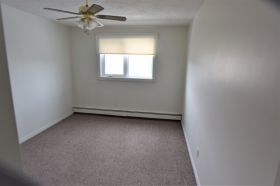 Photo 7: 302 1048 East 3 Avenue in Brooks: Multi-family for rent