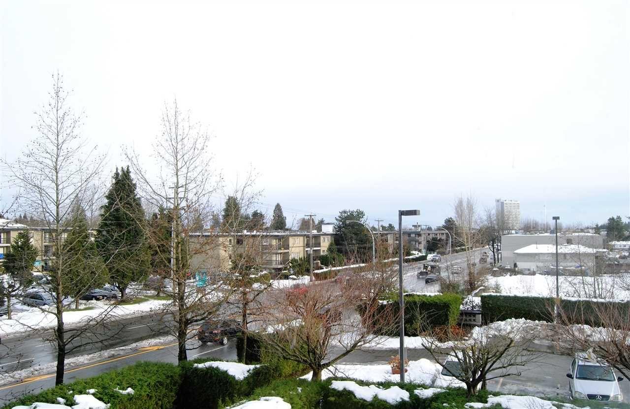 """Photo 20: Photos: 301 14820 104TH Avenue in Surrey: Guildford Condo for sale in """"CAMELOT"""" (North Surrey)  : MLS®# R2128065"""