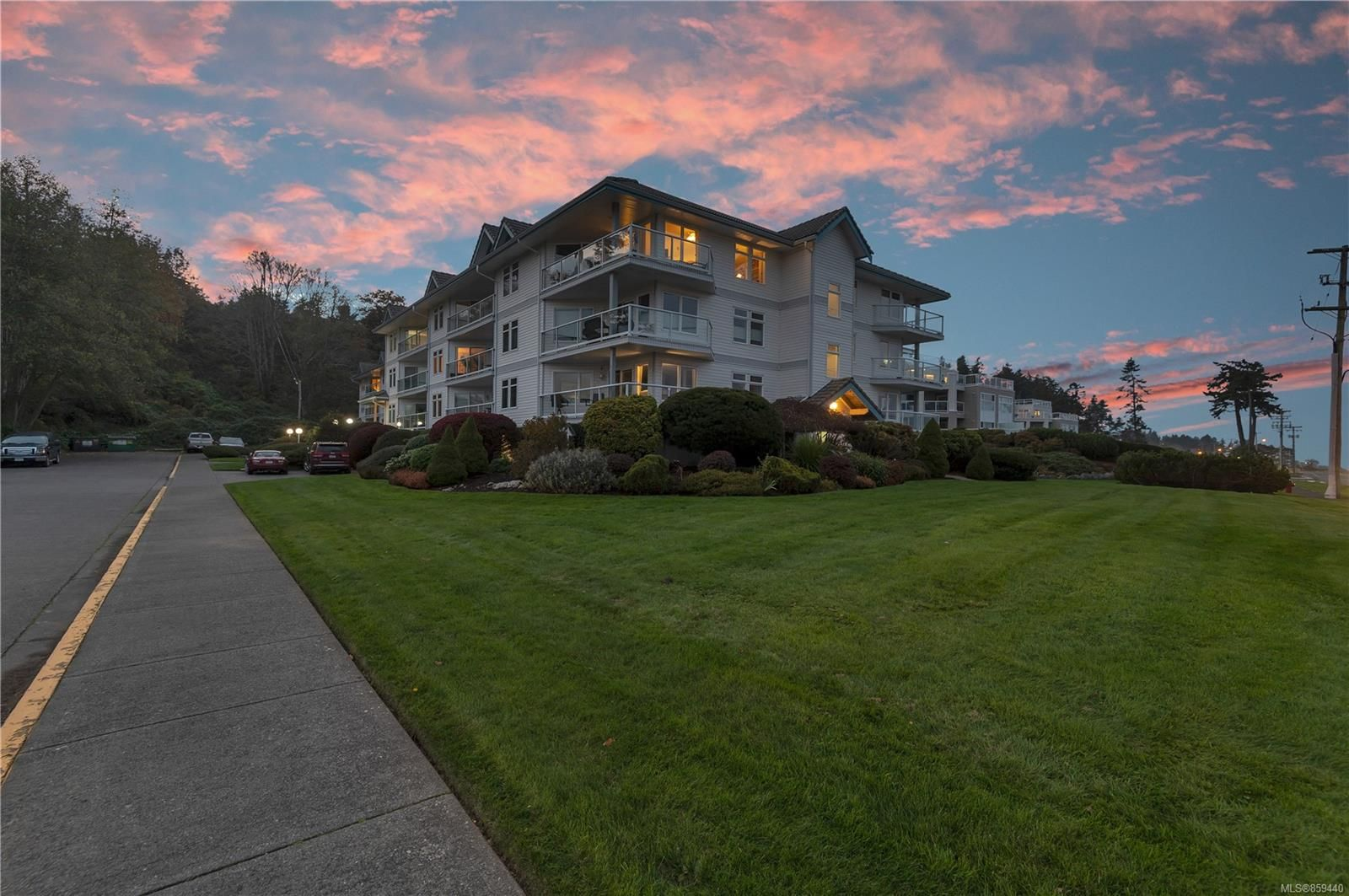 Main Photo: 217 390 S Island Hwy in : CR Campbell River Central Condo for sale (Campbell River)  : MLS®# 859440