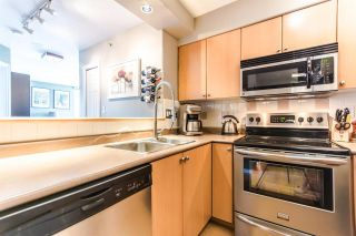 Photo 3: 807 680 CLARKSON STREET in New Westminster: Downtown NW Condo for sale : MLS®# R2094673