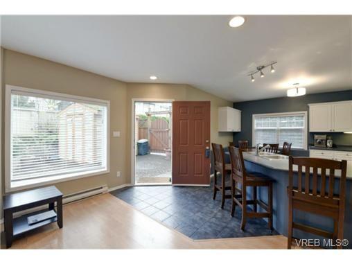 Main Photo: 846 Finlayson St in VICTORIA: Vi Mayfair Half Duplex for sale (Victoria)  : MLS®# 725172