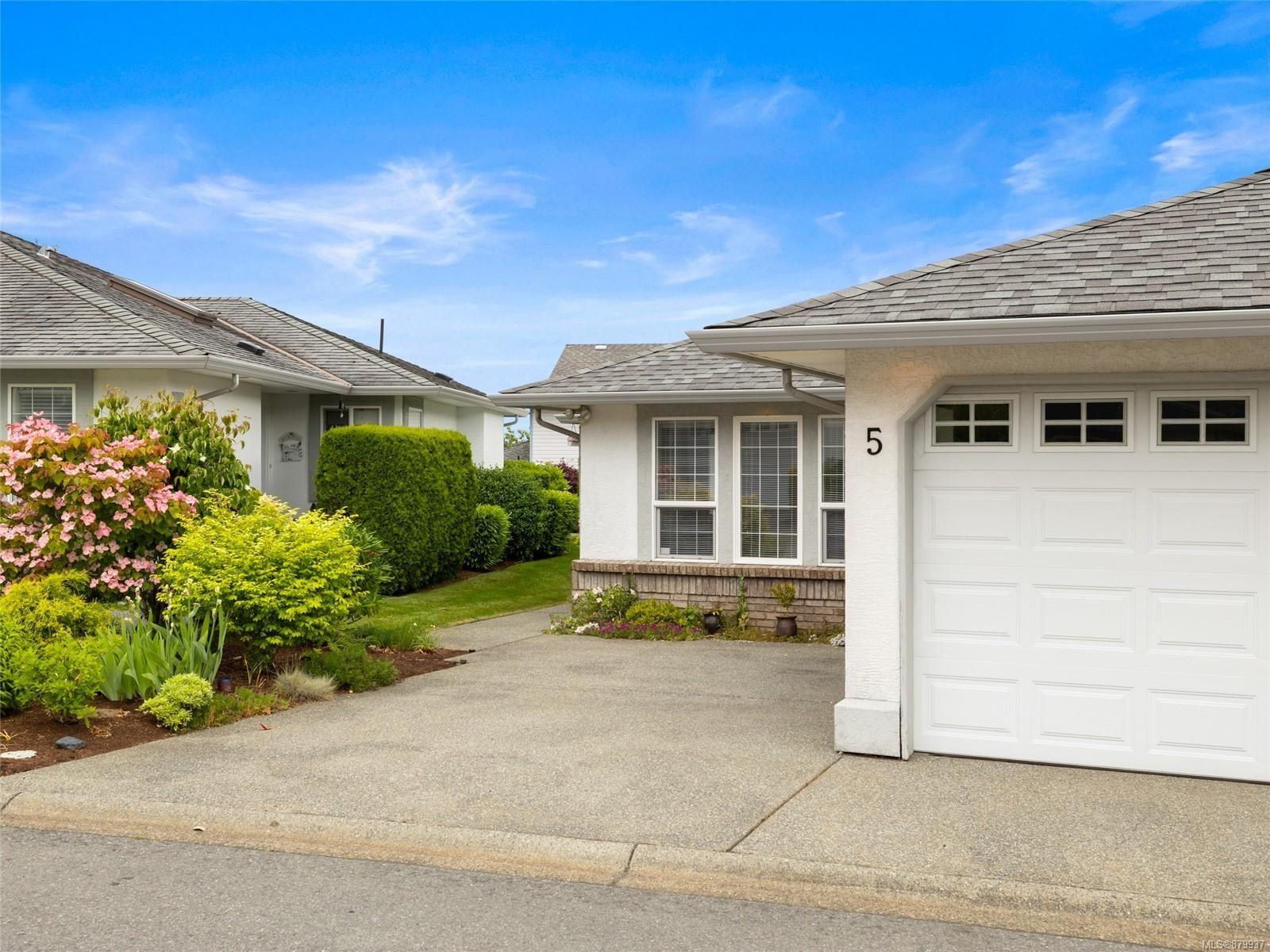 Main Photo: 5 6595 Groveland Dr in Nanaimo: Na North Nanaimo Row/Townhouse for sale : MLS®# 879937