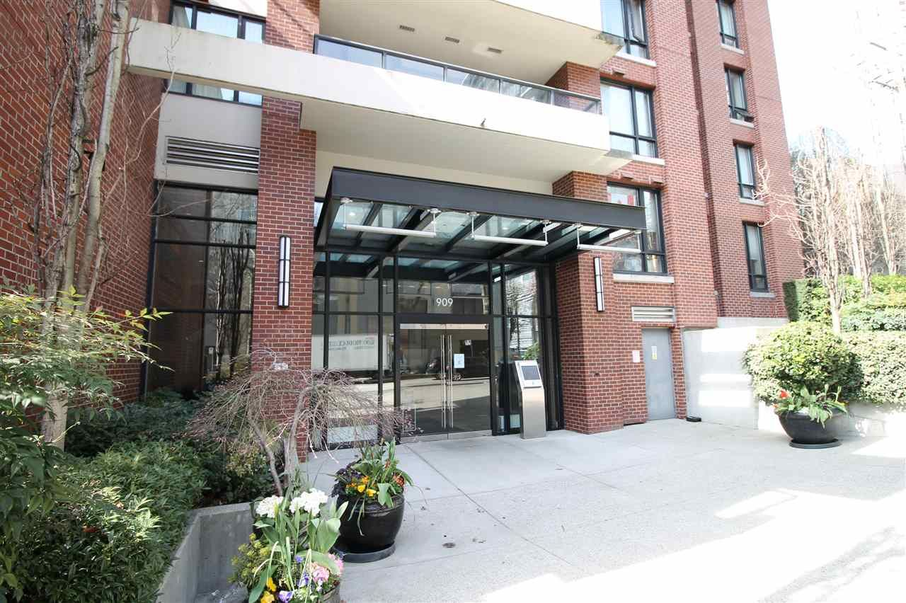 """Main Photo: 1303 909 MAINLAND Street in Vancouver: Yaletown Condo for sale in """"YALETOWN PARK 2"""" (Vancouver West)  : MLS®# R2561164"""