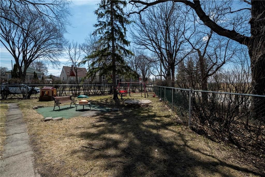 Photo 17: Photos: 711 Rosedale Avenue in Winnipeg: Lord Roberts Residential for sale (1Aw)  : MLS®# 202008672