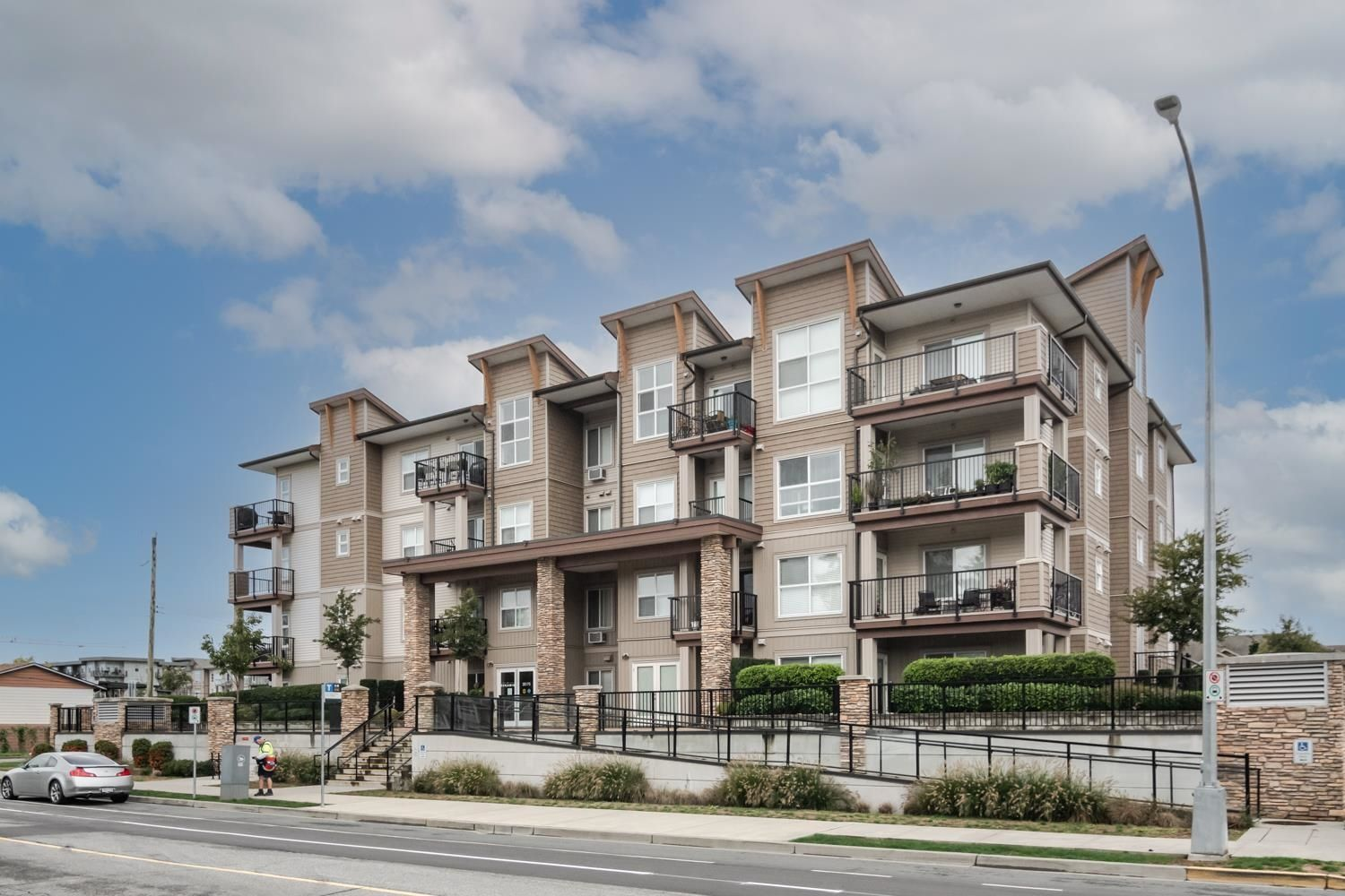 Main Photo: 413 20175 53 Avenue in Langley: Langley City Condo for sale : MLS®# R2621155
