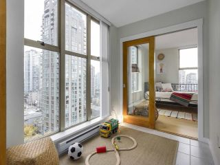"""Photo 7: 1606 989 RICHARDS Street in Vancouver: Downtown VW Condo for sale in """"MONDRIAN I"""" (Vancouver West)  : MLS®# R2122201"""
