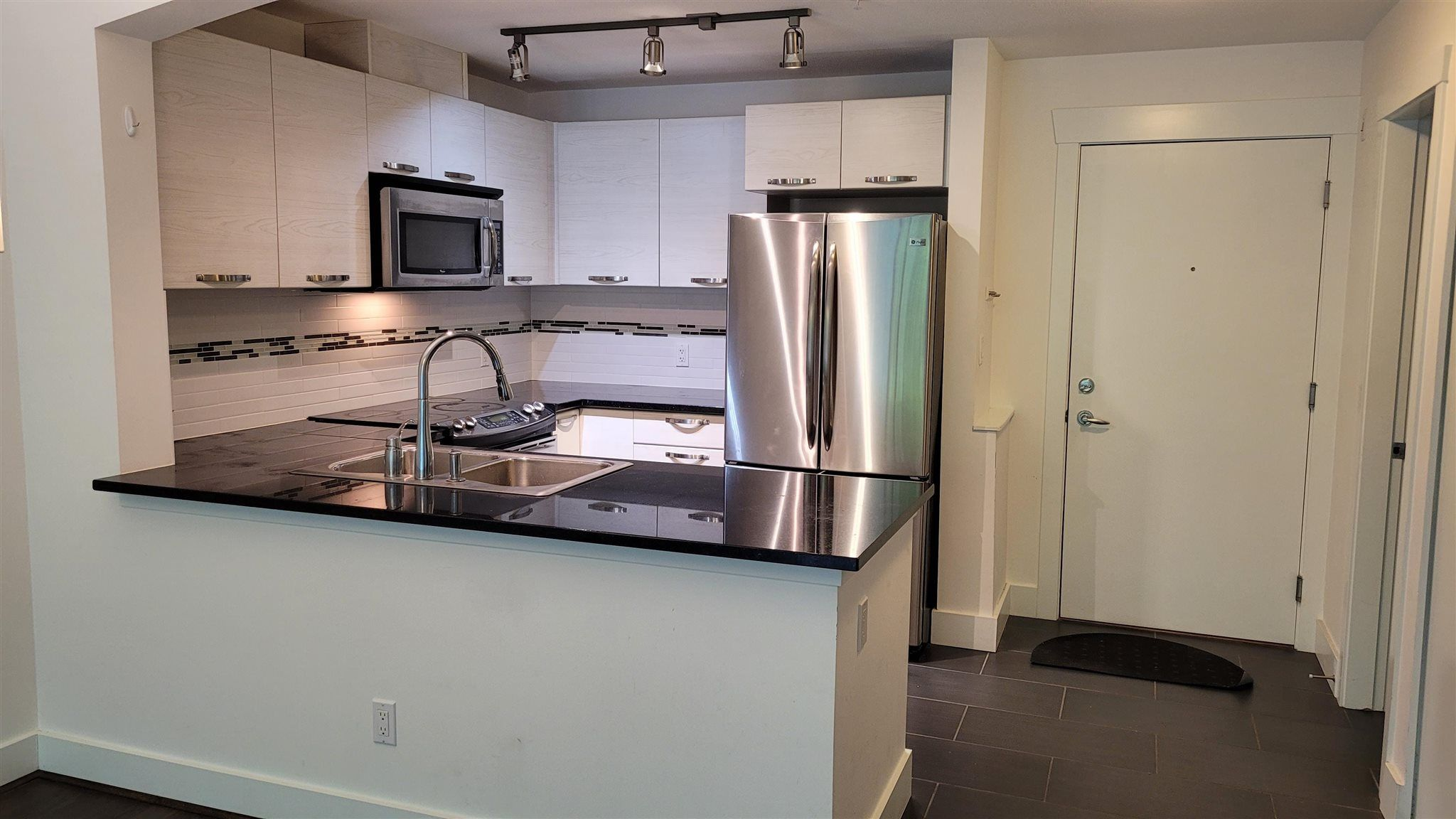 """Main Photo: 211 7478 BYRNEPARK Walk in Burnaby: South Slope Condo for sale in """"GREEN-WINTER"""" (Burnaby South)  : MLS®# R2601787"""