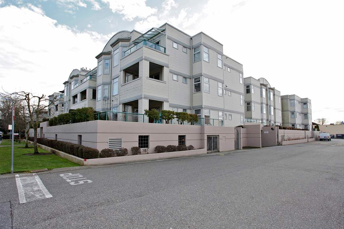 """Main Photo: 204 20680 56 Avenue in Langley: Langley City Condo for sale in """"CASSOLA COURT"""" : MLS®# R2056612"""