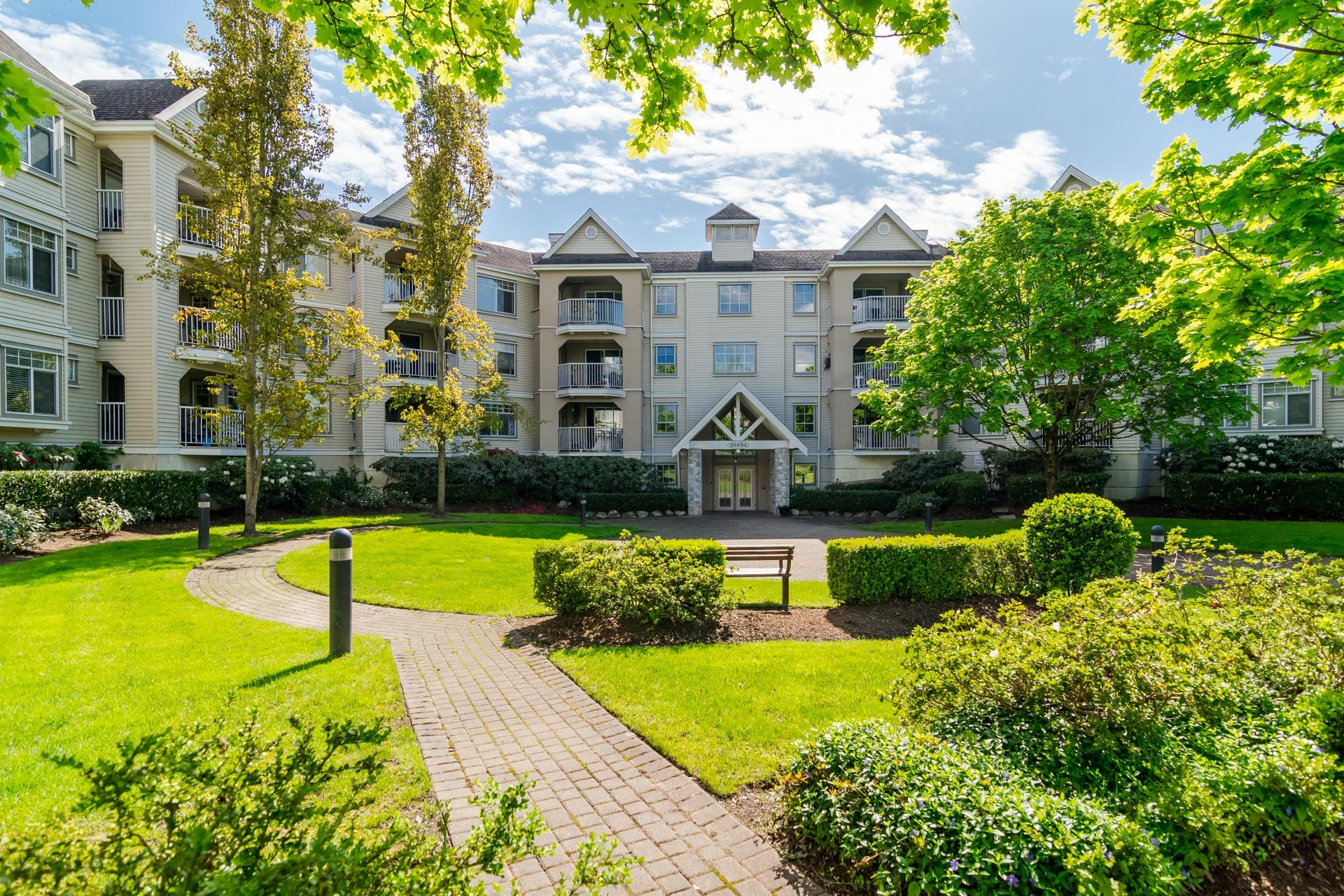 Main Photo: 106-20894 57 Ave in Langley: Langley City Condo for sale