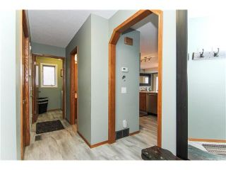 Photo 2: 9177 21 Street SE in Calgary: Riverbend House for sale : MLS®# C4096367