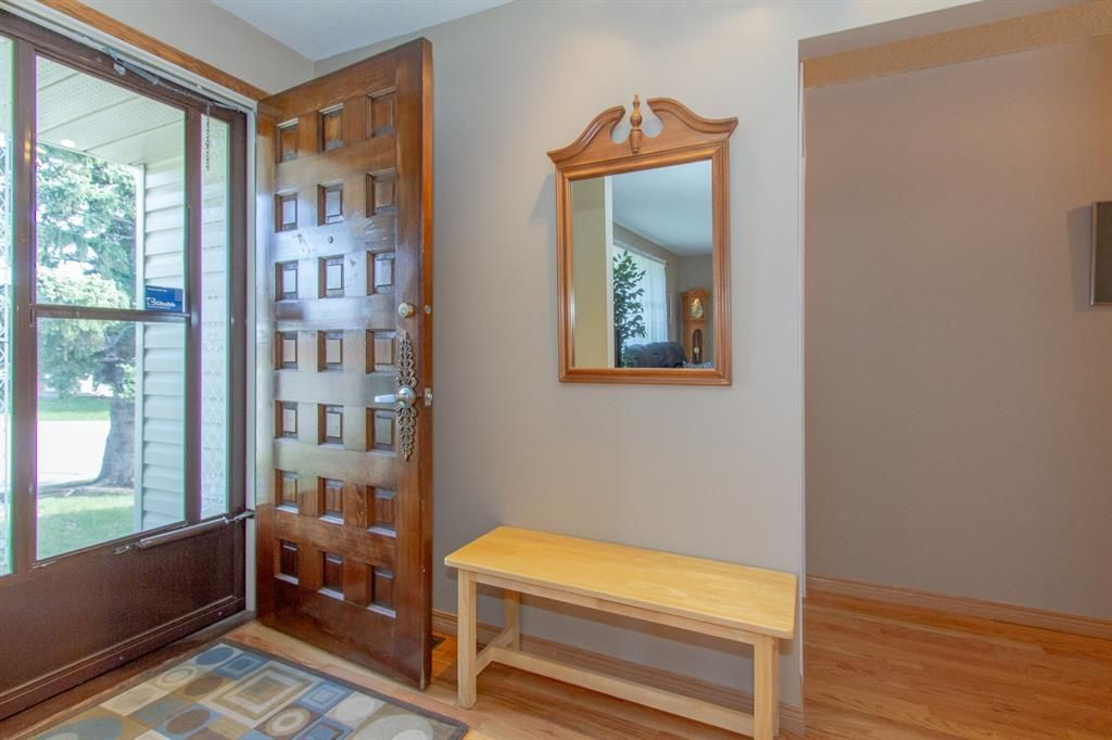 Photo 3: Photos: 1039 Hunterdale Place NW in Calgary: Huntington Hills Detached for sale : MLS®# A1144126
