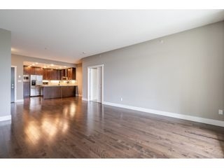 Photo 9: 402 1415 PARKWAY BOULEVARD in Coquitlam: Westwood Plateau Condo for sale : MLS®# R2416229