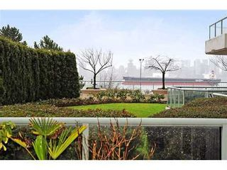 Photo 2: 103 168 CHADWICK Court in North Vancouver: Home for sale : MLS®# V865194