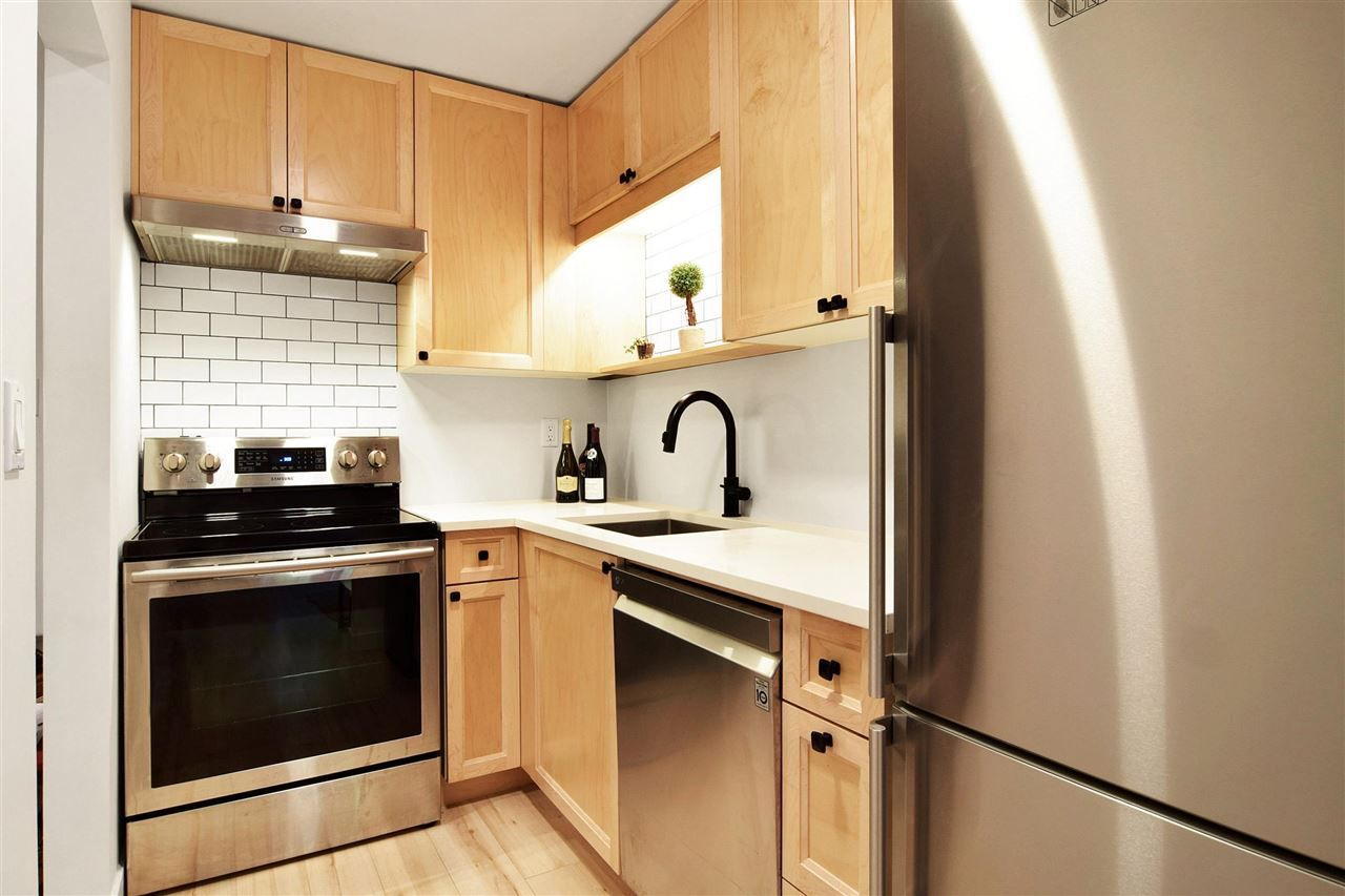 """Main Photo: 106 2920 ASH Street in Vancouver: Fairview VW Condo for sale in """"Ash Court"""" (Vancouver West)  : MLS®# R2585508"""