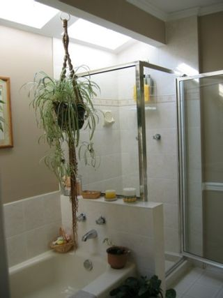 Photo 9: 14948 99A Avenue: House for sale (Guildford)