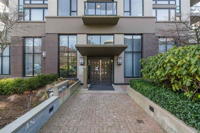 FEATURED LISTING: 1608 - 151 2ND Street West North Vancouver