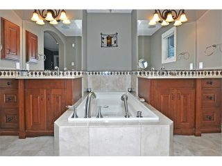 Photo 18: 18 DISCOVERY VISTA Point(e) SW in Calgary: Discovery Ridge House for sale : MLS®# C4018901