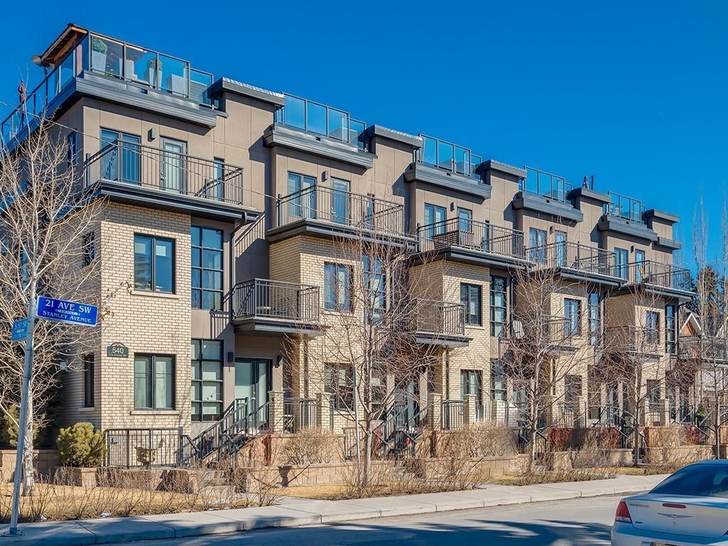 Main Photo: 3 540 21 Avenue SW in Calgary: Cliff Bungalow Row/Townhouse for sale : MLS®# C4235217