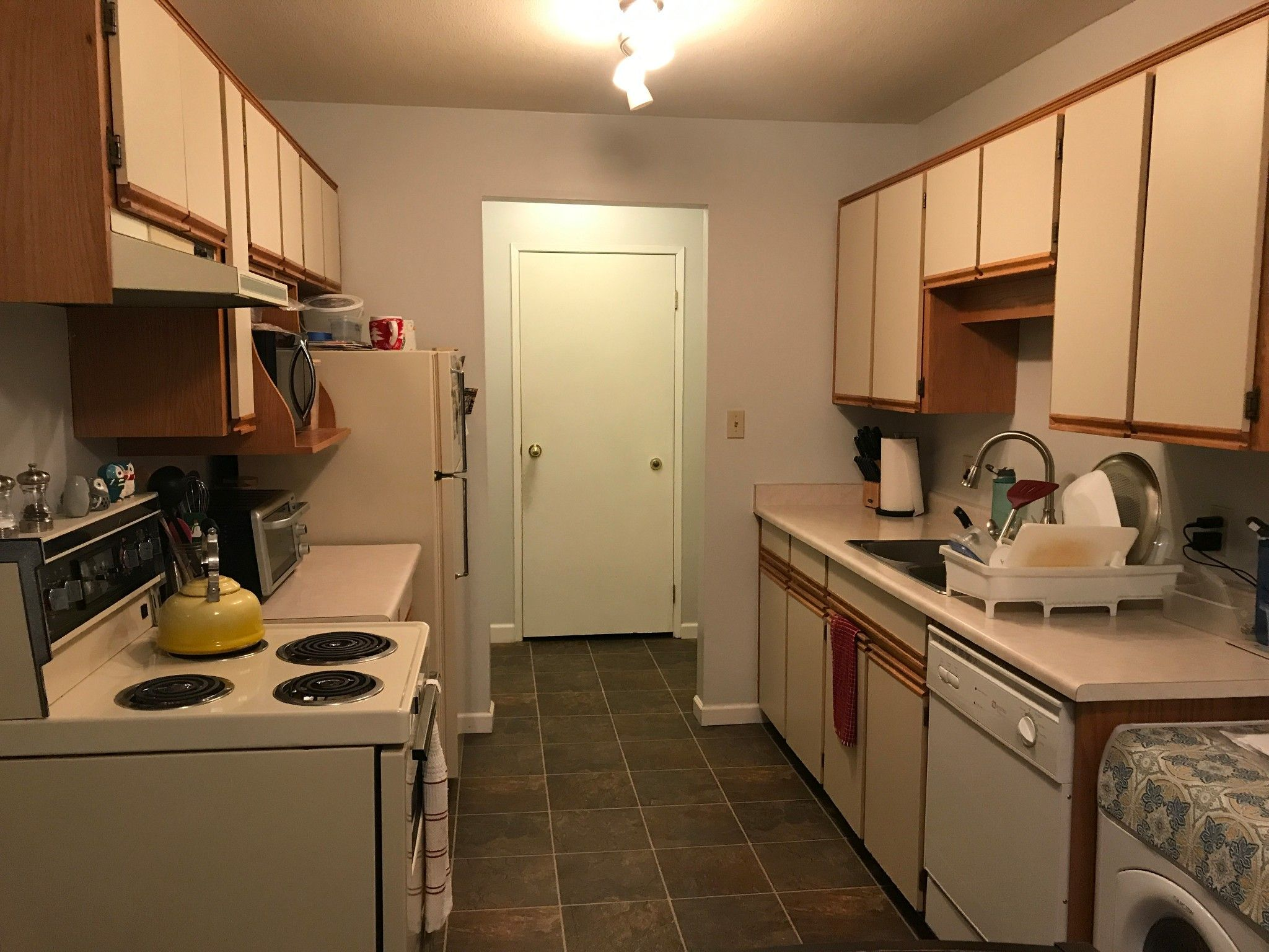 Photo 4: Photos: #302 2567 Victoria St. in Abbotsford: Abbotsford West Condo for rent