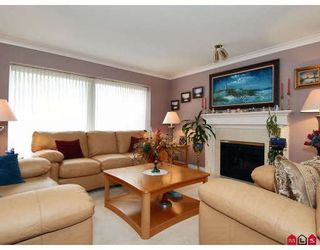 "Photo 3: 15474 91A Avenue in Surrey: Fleetwood Tynehead House for sale in ""BERKSHIRE PARK"" : MLS®# F2910352"