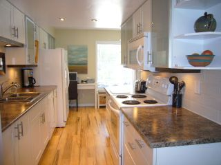 Photo 7: 15818 MCBETH RD in Surrey: King George Corridor Townhouse for sale (South Surrey White Rock)  : MLS®# F1438845