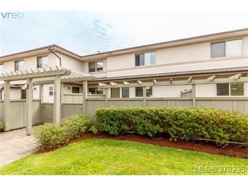 Main Photo: 55 4061 Larchwood Dr in VICTORIA: SE Lambrick Park Row/Townhouse for sale (Saanich East)  : MLS®# 759475
