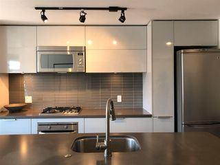 """Photo 13: 1406 108 W CORDOVA Street in Vancouver: Downtown VW Condo for sale in """"WOODWARDS W-32"""" (Vancouver West)  : MLS®# R2578411"""