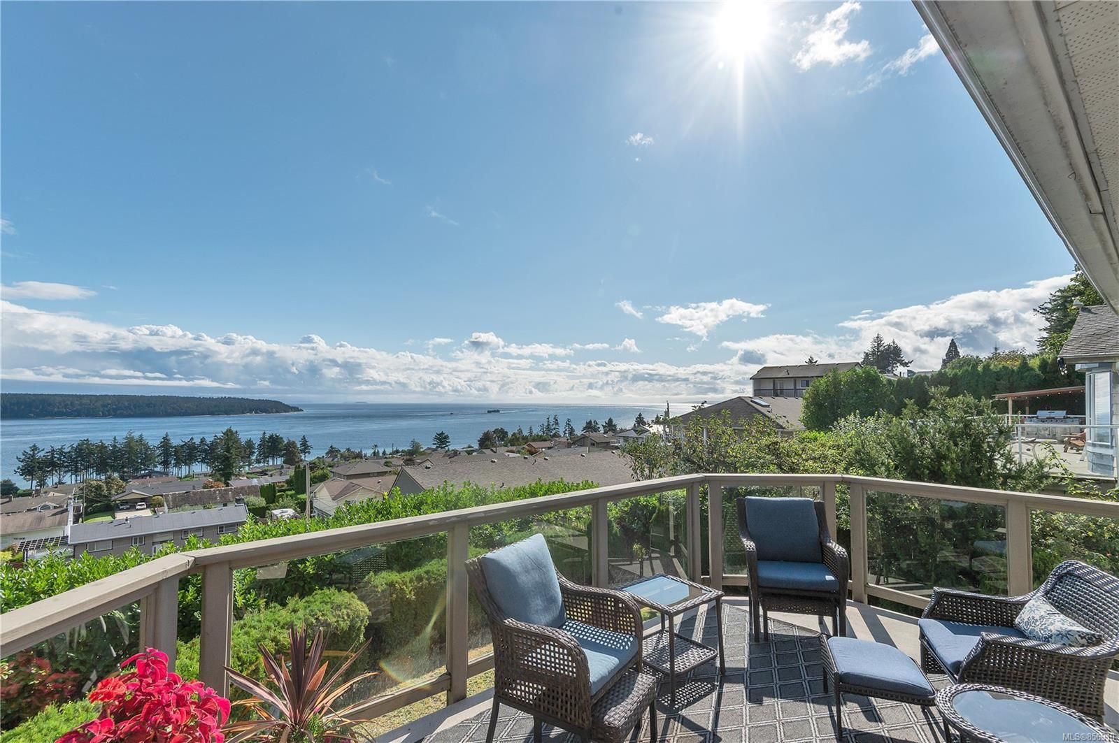 Photo 3: Photos: 215 S Alder St in : CR Campbell River Central House for sale (Campbell River)  : MLS®# 856910