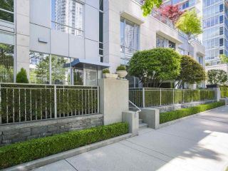 """Main Photo: 410 BEACH Crescent in Vancouver: Yaletown Townhouse for sale in """"KINGS LANDING"""" (Vancouver West)  : MLS®# R2583513"""