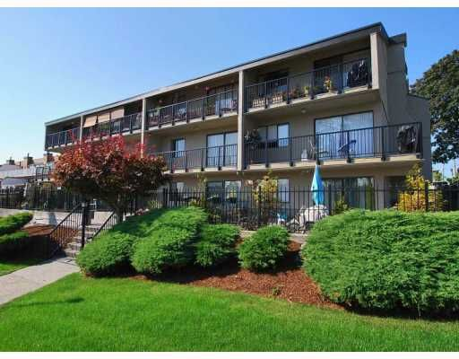"Main Photo: 106 803 QUEENS Avenue in New_Westminster: Uptown NW Condo for sale in ""Sundayle Manor"" (New Westminster)  : MLS®# V747845"