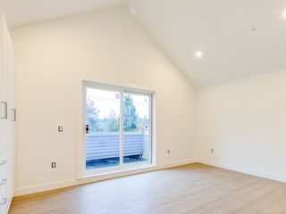 Photo 4: 1372 E 10TH Avenue in Vancouver: Grandview Woodland 1/2 Duplex for sale (Vancouver East)  : MLS®# R2533603