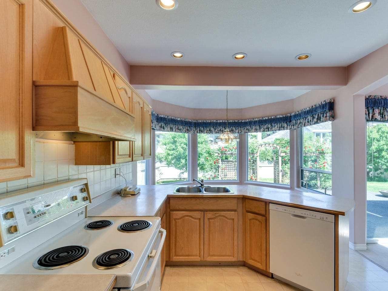 "Photo 6: Photos: 14923 24A Avenue in Surrey: Sunnyside Park Surrey House for sale in ""Sherborrke Estates"" (South Surrey White Rock)  : MLS®# R2374300"