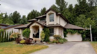 "Photo 1: 1561 MACDONALD Place in Squamish: Brackendale House for sale in ""Brackendale"" : MLS®# R2377826"