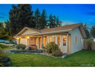 Photo 2: 2002 Corniche Pl in VICTORIA: SE Gordon Head House for sale (Saanich East)  : MLS®# 751432
