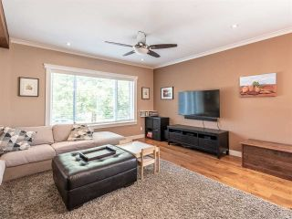 Photo 2: 1926 E 36TH Avenue in Vancouver: Victoria VE House for sale (Vancouver East)  : MLS®# R2400822