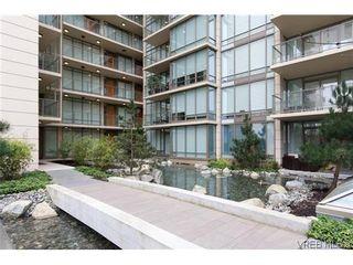 Photo 1: 404 708 Burdett Avenue in VICTORIA: Vi Downtown Residential for sale (Victoria)  : MLS®# 320630