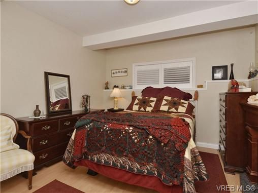Photo 10: Photos: 2 225 Vancouver St in VICTORIA: Vi Fairfield West Row/Townhouse for sale (Victoria)  : MLS®# 699891