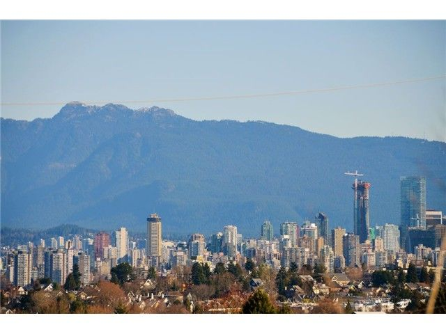 """Main Photo: 3697 W 15TH Avenue in Vancouver: Point Grey House for sale in """"Point Grey"""" (Vancouver West)  : MLS®# V1107915"""